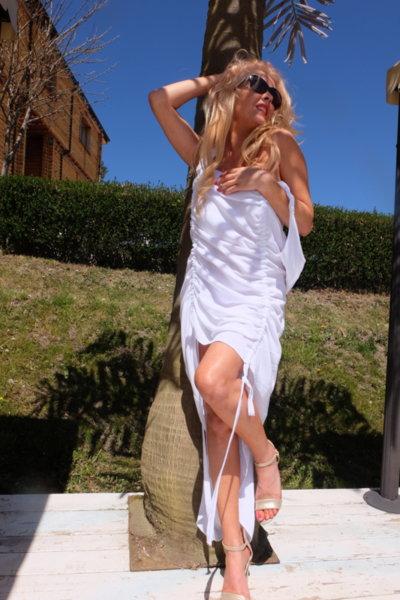 Ефирна нежна рокля в бял нюанс